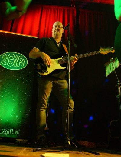 Rolf bassist 2Gift coverband Groningen